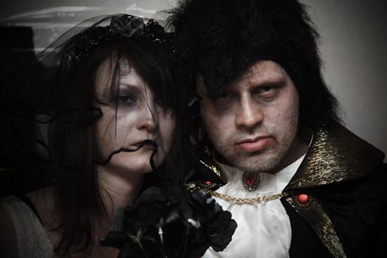 Halloween Wedding Photo Idea
