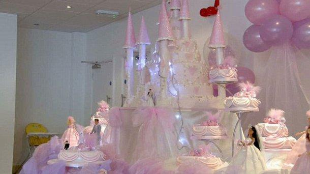 Cinderella Castle Wedding Cake Display - Cinderella Wedding Cake Ideas