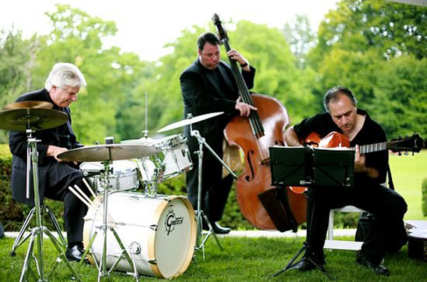 Choosing The Perfect Band For Your Wedding Reception